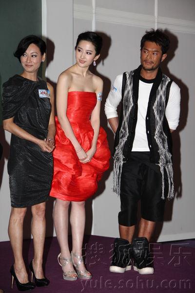 Lưu Diệc Phi lộ vòng 1 nuột nà với váy đỏ - 11