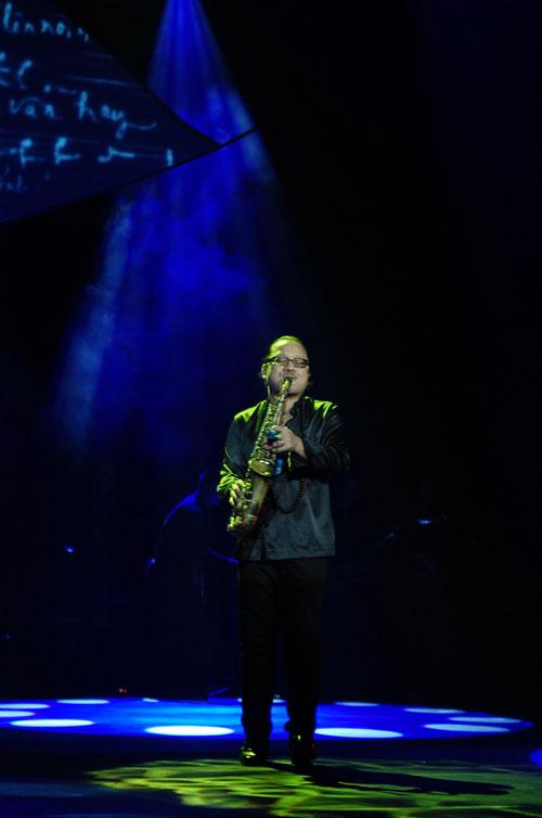 Đức Tuấn đầy ngẫu hứng trong đêm nhạc Trịnh - 6