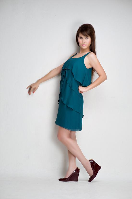 Thân Thúy Hà khoe chân dài sexy - 2