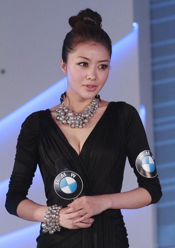 """Hùng Đại Lâm mặc váy đen vẫn """"lộ liễu"""" - 3"""