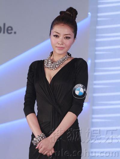 """Hùng Đại Lâm mặc váy đen vẫn """"lộ liễu"""" - 5"""