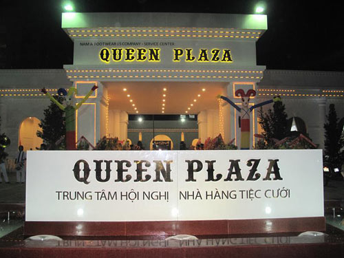 Queen Plaza  Ni gp g ca hnh phc, thnh cng, Nh hng  - u, m thc, 