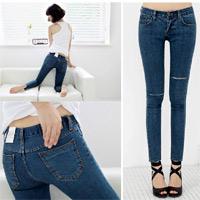 Mẹo mặc quần jeans rách tới công sở