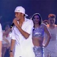 Neymar lại thể hiện tài ca hát
