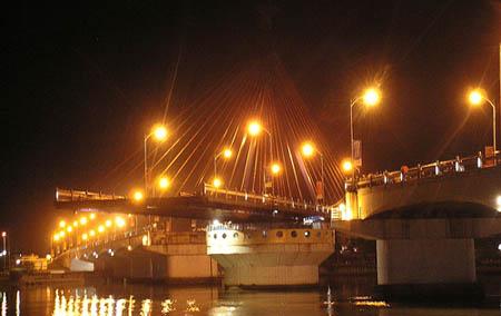 10 cây cầu 'đẹp và lạ' nhất Việt Nam - 4