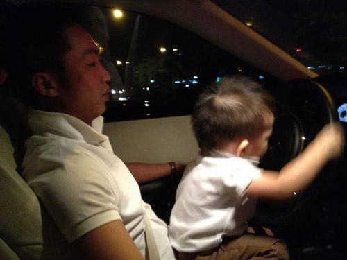 Hà Hồ khoe ảnh chồng con trên Facebook - 1