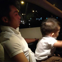 Hà Hồ khoe ảnh chồng con trên Facebook