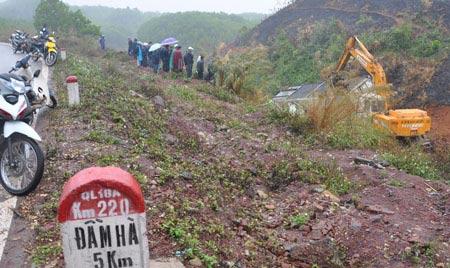 Kinh hoàng 3 vụ tai nạn trên quốc lộ 18A - 3