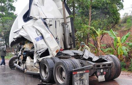Kinh hoàng 3 vụ tai nạn trên quốc lộ 18A - 5