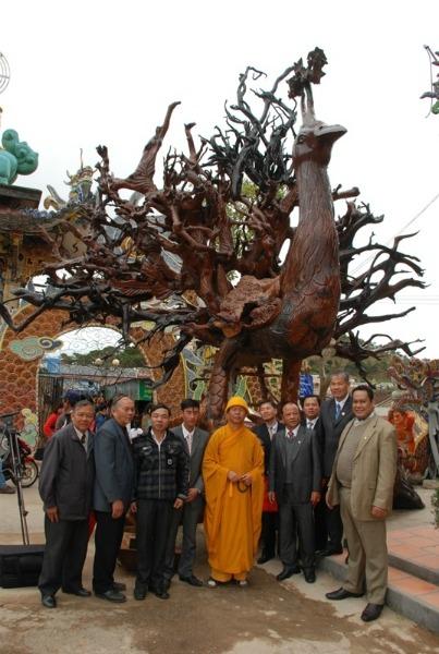 Kỷ lục Việt Nam: Tượng Bồ Đề Đạt Ma bằng gỗ sao lớn nhất - 2