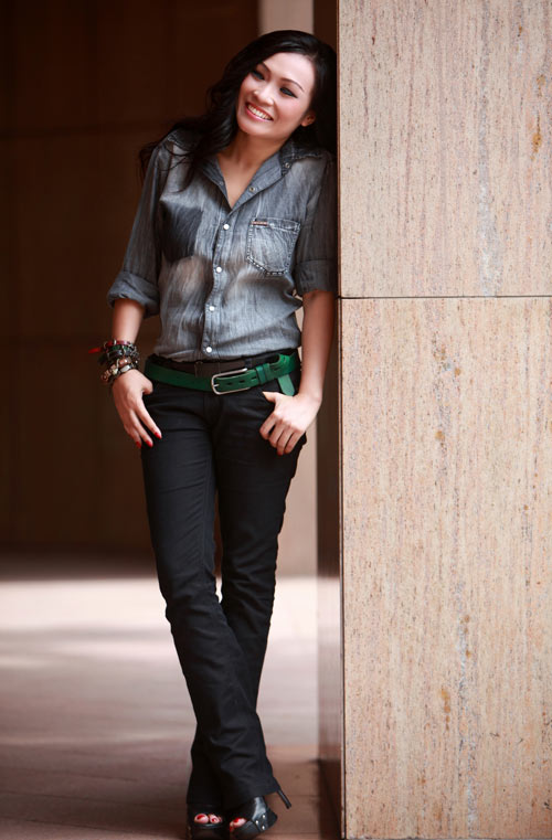 "The bar ""nature play"" with jeans, jean Fashion, Fashion, Phuong Thanh, star fashion, denim shirt, jeans, personality,"