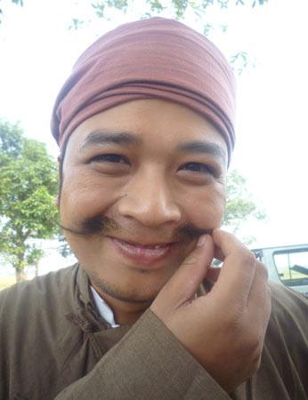 Xem Xuân Hinh giả gái trong hài tết 2012 - 14