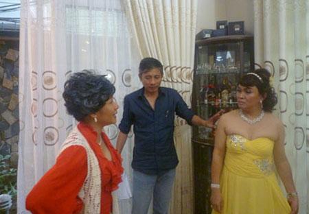 Xem Xuân Hinh giả gái trong hài tết 2012 - 2