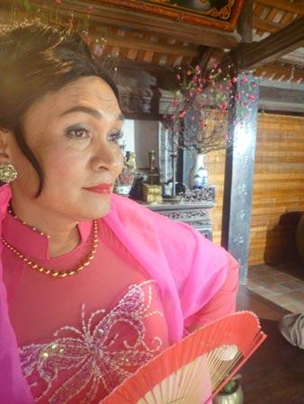 Xem Xuân Hinh giả gái trong hài tết 2012 - 6