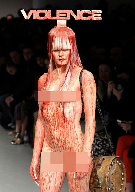 4 show thời trang gây ám ảnh nhất năm - 1