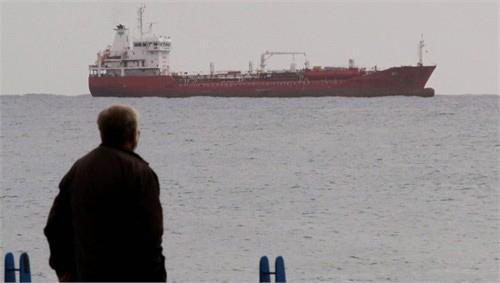 Tàu chở vũ khí của Nga đến Syria bị chặn - 1