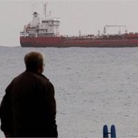 Tàu chở vũ khí của Nga đến Syria bị chặn