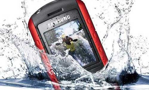 """Rescue"" when the phone is dropped into the water, Hi-tech fashion, Cuu phone and into the water, phone and water, telephone, phone and do the water,"