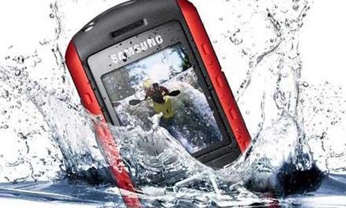 """""""Cứu"""" điện thoại khi bị rơi xuống nước - 1"""