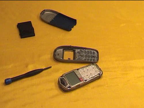 """""""Cứu"""" điện thoại khi bị rơi xuống nước - 4"""