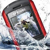 """""""Cứu"""" điện thoại khi bị rơi xuống nước"""