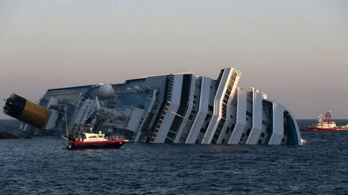 """Chùm ảnh tàu """"Titanic"""" lật nghiêng trên biển - 9"""