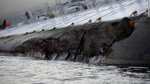"""Chùm ảnh tàu """"Titanic"""" lật nghiêng trên biển - 2"""