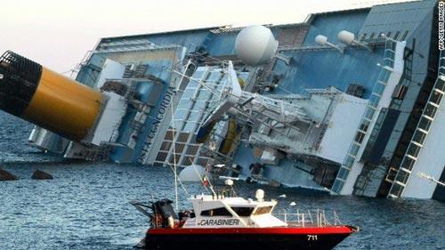 """Chùm ảnh tàu """"Titanic"""" lật nghiêng trên biển - 3"""