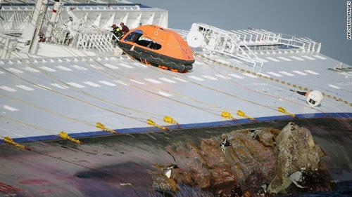 """Chùm ảnh tàu """"Titanic"""" lật nghiêng trên biển - 6"""