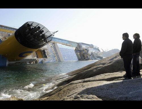 """Chùm ảnh tàu """"Titanic"""" lật nghiêng trên biển - 10"""