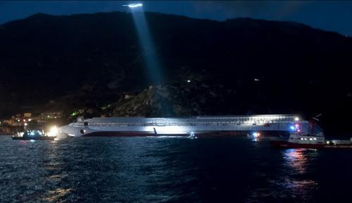 """Chùm ảnh tàu """"Titanic"""" lật nghiêng trên biển - 15"""