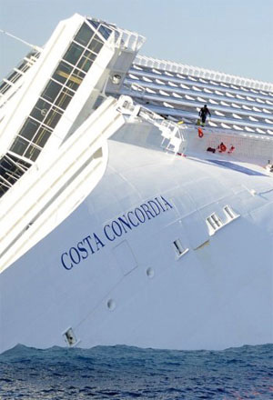 """Chùm ảnh tàu """"Titanic"""" lật nghiêng trên biển - 13"""