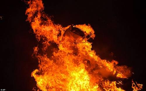 """Lễ hội """"cưỡi ngựa phi qua lửa"""" - 1"""
