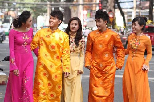 Bạn trẻ Sài Gòn mê diện áo dài ngày Tết - 1