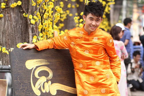 Bạn trẻ Sài Gòn mê diện áo dài ngày Tết - 4