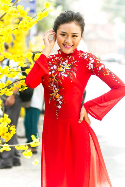 Bạn trẻ Sài Gòn mê diện áo dài ngày Tết - 8