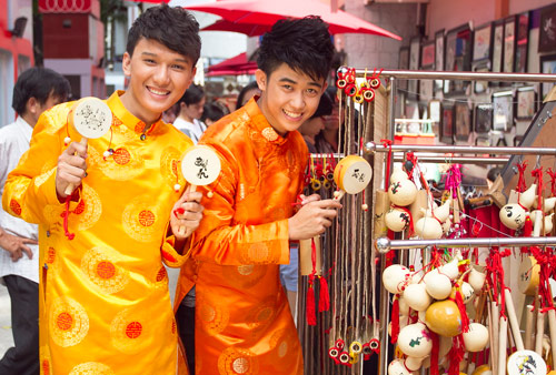 Bạn trẻ Sài Gòn mê diện áo dài ngày Tết - 10