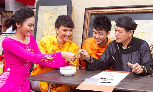 Bạn trẻ Sài Gòn mê diện áo dài ngày Tết - 15
