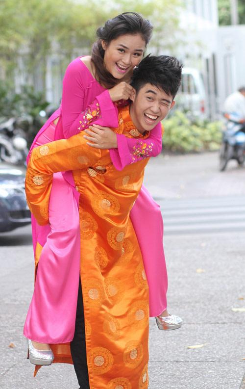 Bạn trẻ Sài Gòn mê diện áo dài ngày Tết - 13