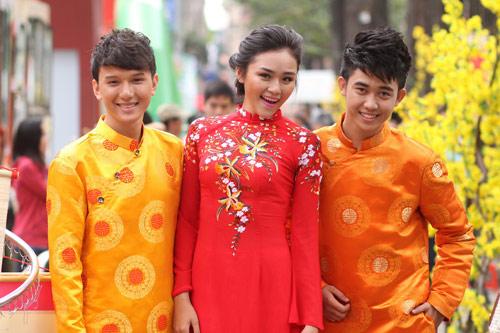 Bạn trẻ Sài Gòn mê diện áo dài ngày Tết - 7