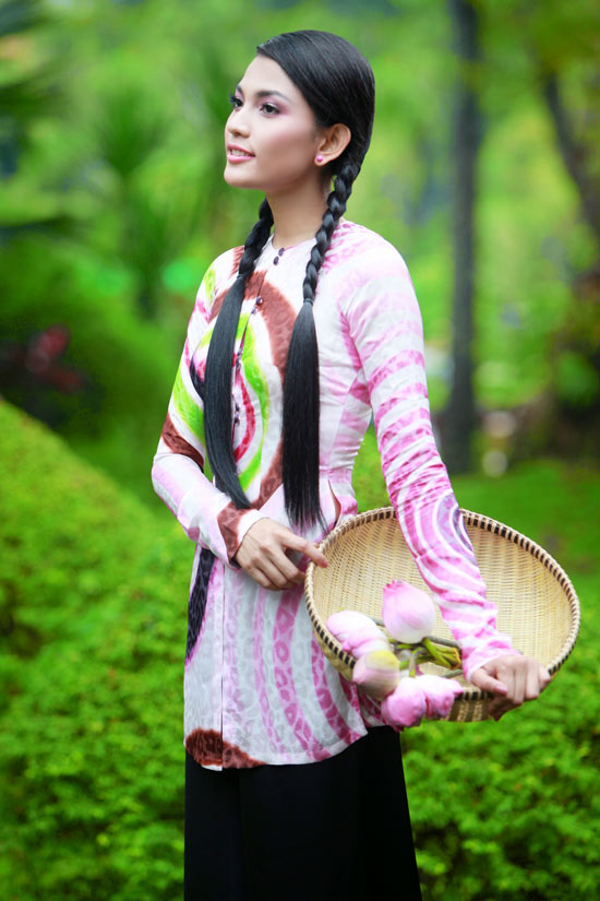 Trương Thị May hiền hòa với áo bà ba - 16