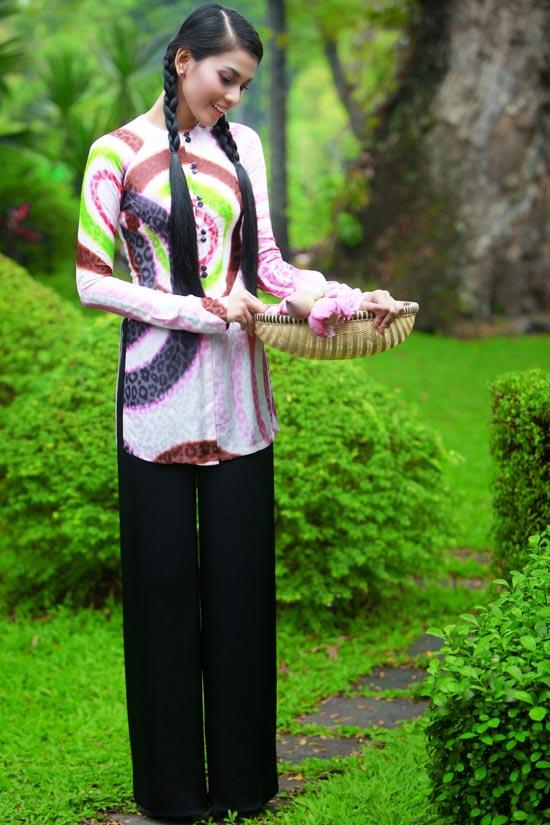 Trương Thị May hiền hòa với áo bà ba - 18