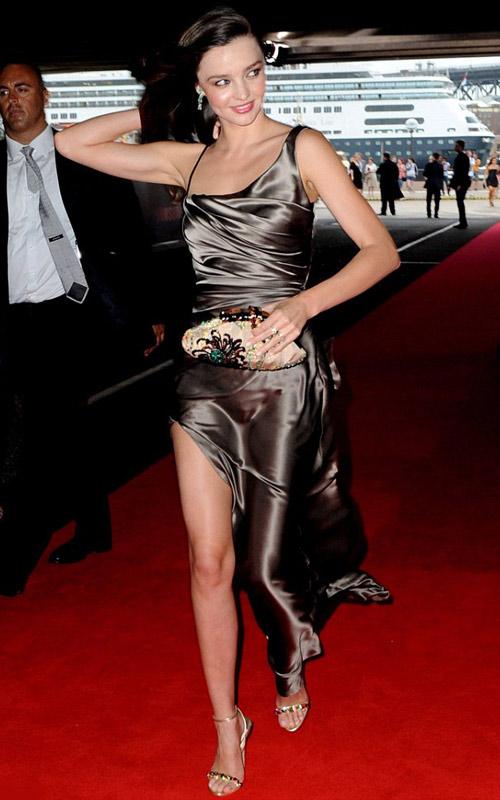"""Miranda Kerr bị lộ vị trí """"nhạy cảm"""" - 9"""