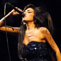 Amy Winehouse: Chết vẫn chưa yên mồ
