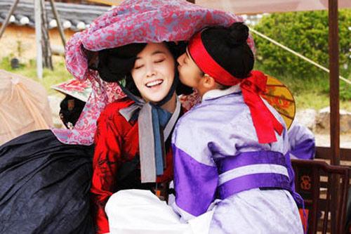 Bí mật nụ hôn đồng tính ở Sơng kun quan - 2