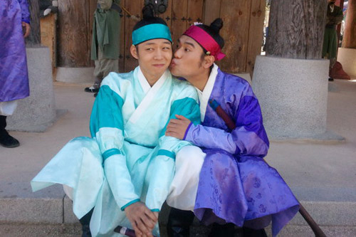 Bí mật nụ hôn đồng tính ở Sơng kun quan - 4