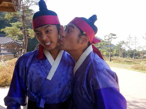 Bí mật nụ hôn đồng tính ở Sơng kun quan - 5