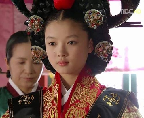 """Nàng """"mặt trăng"""" xứ Hàn gây tranh cãi - 4"""