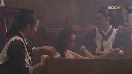 """Nàng """"mặt trăng"""" xứ Hàn gây tranh cãi - 6"""