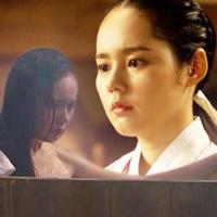 """Nàng """"mặt trăng"""" xứ Hàn gây tranh cãi"""